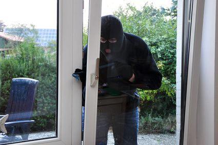 Einbrecher kommt durch Hintertür